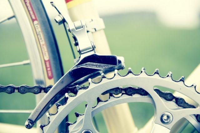 Beskyt dig selv i trafikken med en godkendt cykelhjelm